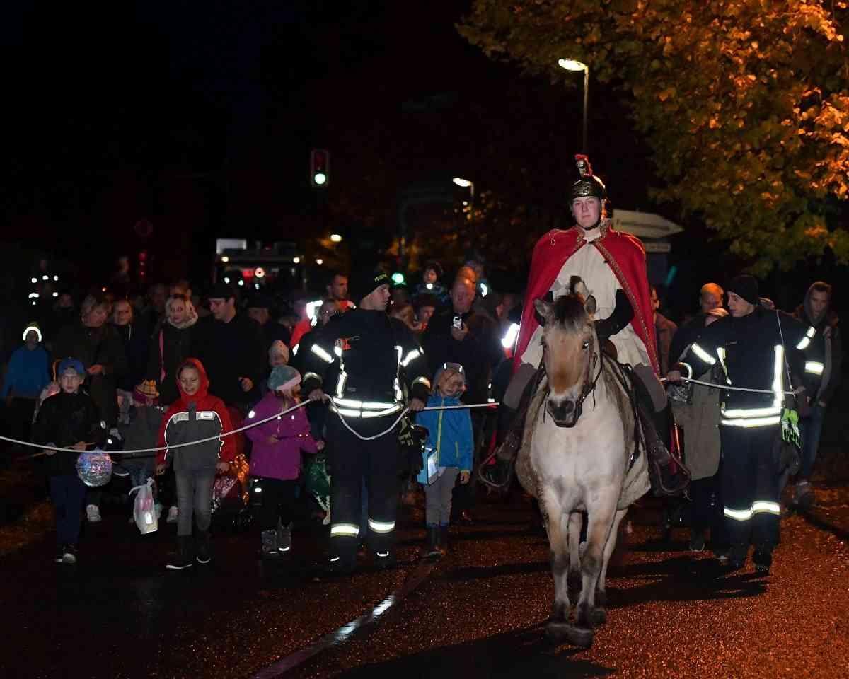 Radevormwald: Sankt Martin zieht durch die Wupperorte